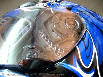 shoei_rf1000_helmet_review_mechanism